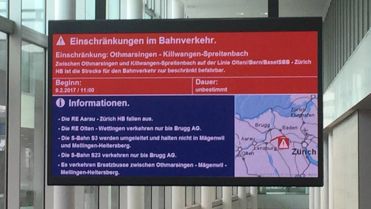 SBB-Hinweis am Bahnhof Aarau: Diverse Zugausfälle.