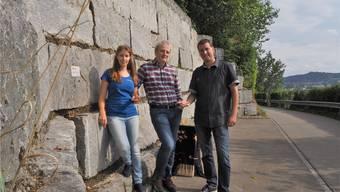 Kathrin Ruprecht, Thomas Lang und Roger Fessler (r.) vor der Eidechsenwand.