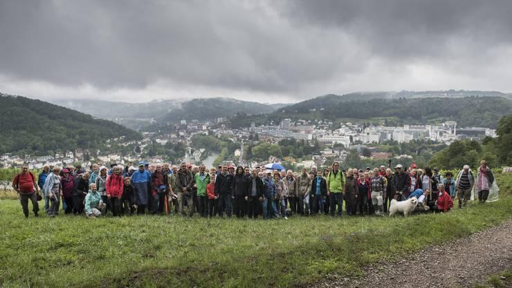 Das «Merci» gilt auch den 158 Leserwanderinnen und Leserwanderern, die auf der Abendwanderung rund um Baden teilnahmen – 12 Prominente aus Politik und Gewerbe inklusive. Wer erkennt sie?