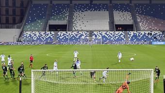 Fussballspiele vor leeren Rängen: Immer mehr Nationen verfolgen aufgrund des Coronavirus einen strikteren Kurs bei Grossanlässen
