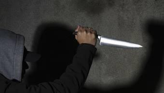 In der Asylunterkunft in Holderbank kam es in der Nacht auf Sonntag zu einem Streit, bei dem eines oder mehrere Messer eingesetzt wurden. (Symbolbild)