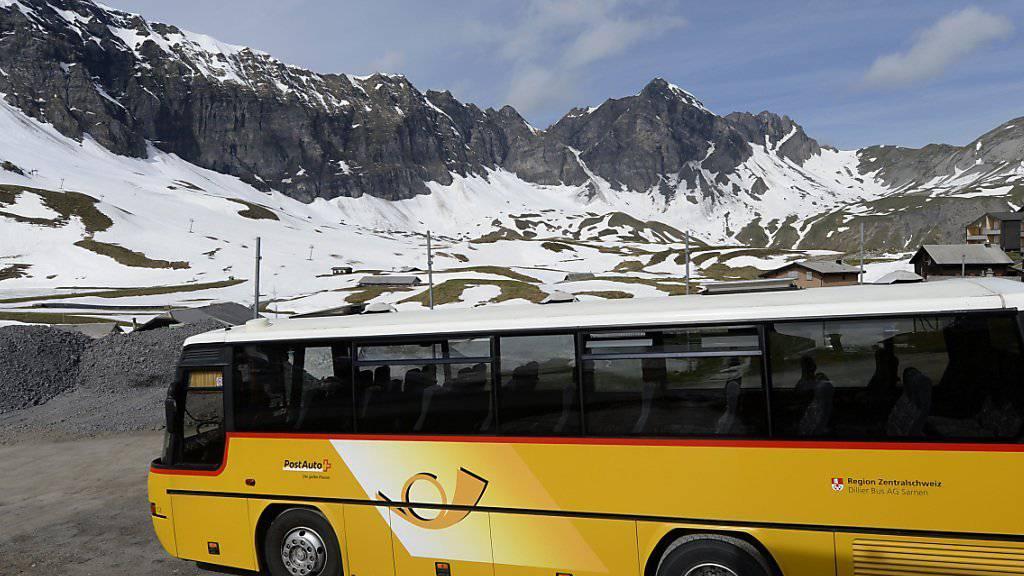 Ob in den Bergen oder im Flachland: Postautos legen immer mehr Kilometer zurück und transportieren so viele Gäste wie noch nie. (Archiv)