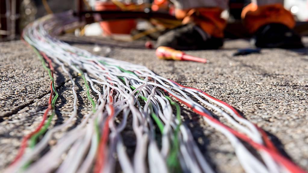 Glasfaserkabel  für den Internetanschluss von Privathaushalten in Bellinzona. (Archivbild)
