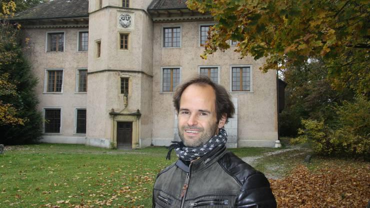 Andreas von Roll vor dem Aarhof.