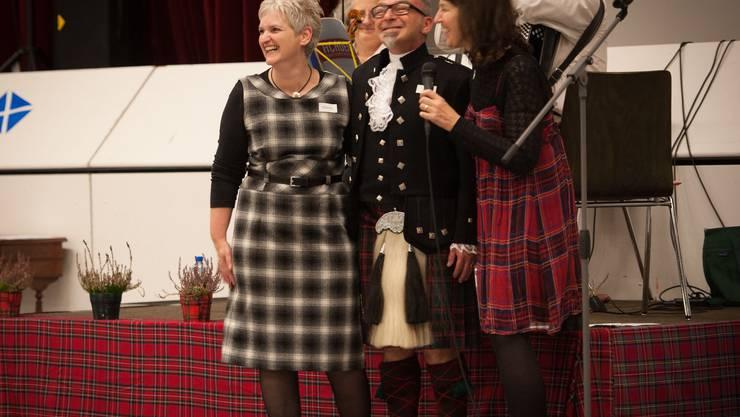 Jenny Bärlocher bedankt sich bei John und Mannin Cummings für die vergangenen 6 Jahre (v.r.n.l.).