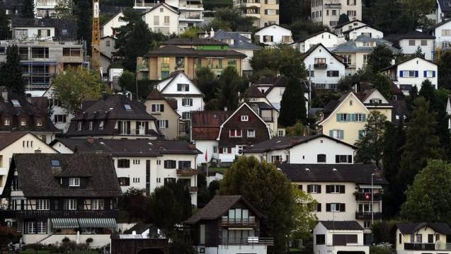 Rund 900 Einfamilienhäuser in der Stadt Zürich haben ein Preisschild von über drei Millionen Franken. Auf Rang zwei folgt Küsnacht mit 605 Objekten. (Symbolbild)