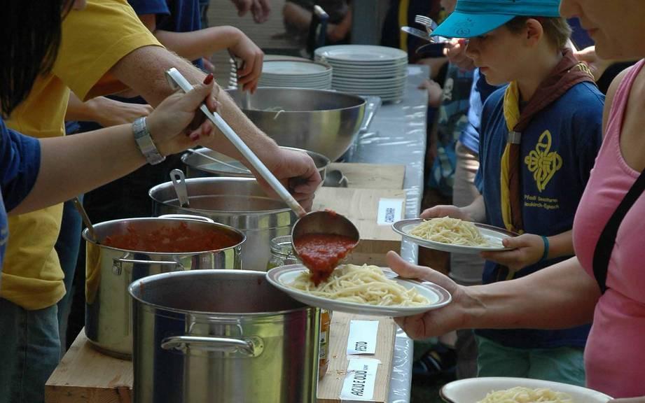 Beim Spaghettiplausch der Pfadi Seesturm bekommt jeder genug. (Bild: zVg)