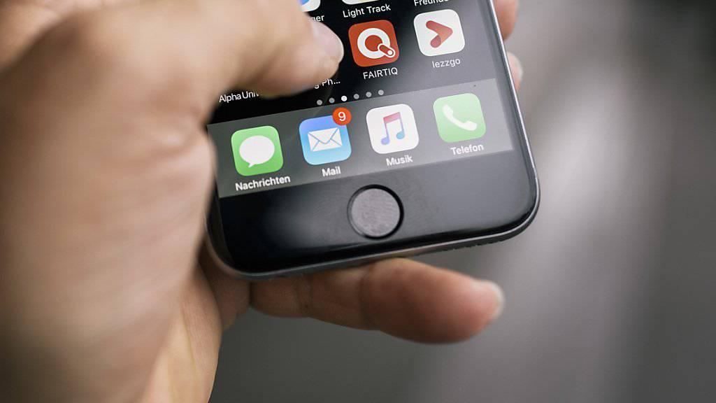 Immer mehr im Trend: Geschäfte übers Handy abwickeln. Die digitale Identität ist auf dem Vormarsch. Nun will der Kanton Schaffhausen eine elektronische ID einführen.