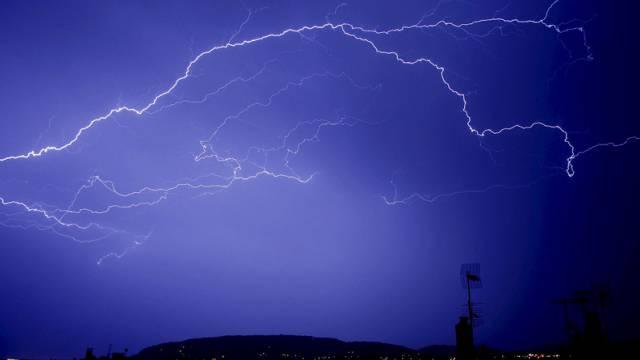 Heftige Gewitter zogen in der Nacht über das Basselbiet her.  (Symbolbild)
