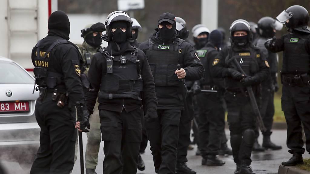 Polizeigewalt bei friedlichen Protesten gegen Lukaschenko in Belarus