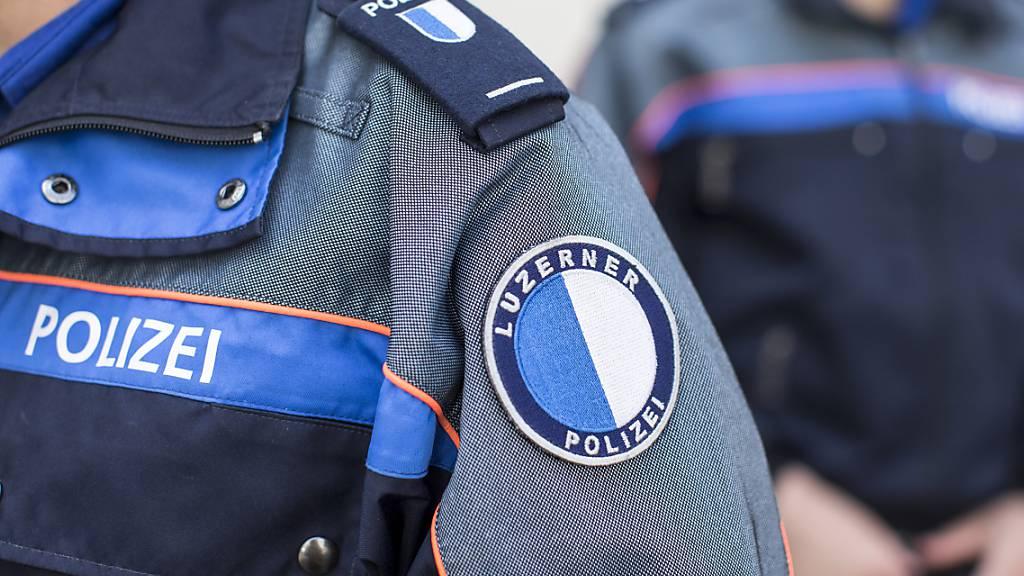 Festnahmen an illegaler Veranstaltung und friedliche Fussballfans in Luzern und Kriens