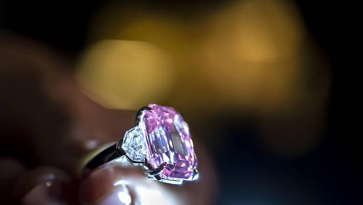 """Der rosa Diamant """"Pink Legacy"""" hat laut dem Auktionshaus Christie's einen Wert von 30 bis 50 Millionen Dollar."""