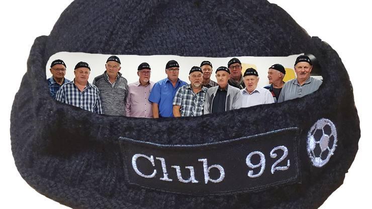 Mitglieder des Club92 mit den neuen Wollmützen.