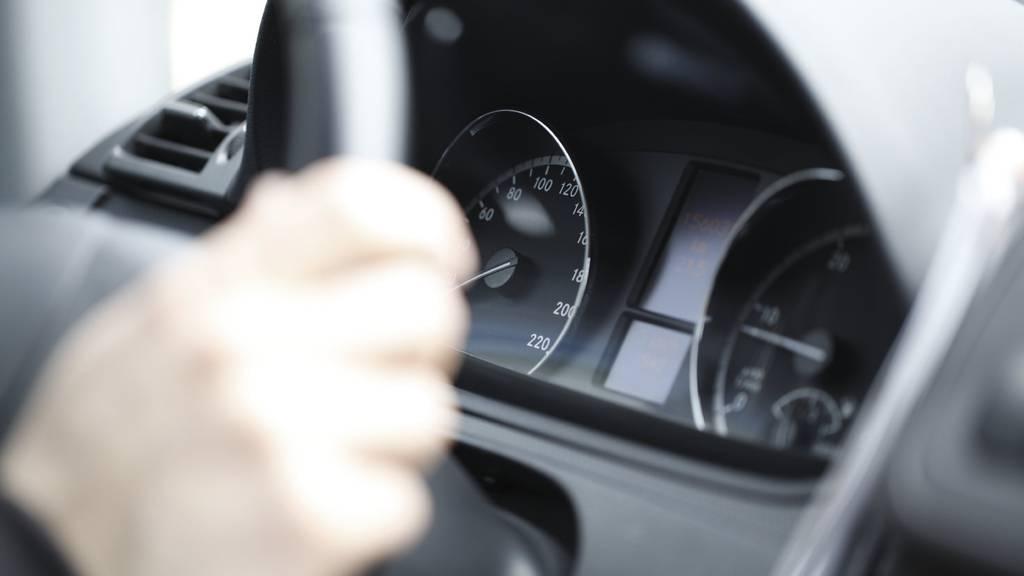 Zwei Autofahrer in Oberbüren gerieten in die Geschwindkeitskontrolle.