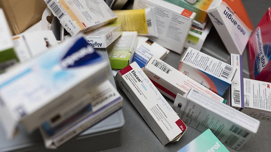 Nicht die Preise treiben die Krankenkassenprämiem hoch, sondern der Mehrkonsum von medizinischen Leistungen und Medikamenten. (Symbolbild)