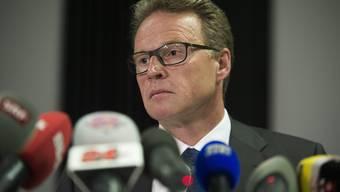 SBB-Chef Andreas Meyer spricht den Angehörigen des Lokführers sein Beileid aus.