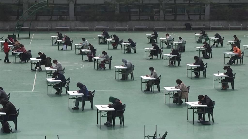 Prüfungen in Südkorea werden im Freien durchgeführt