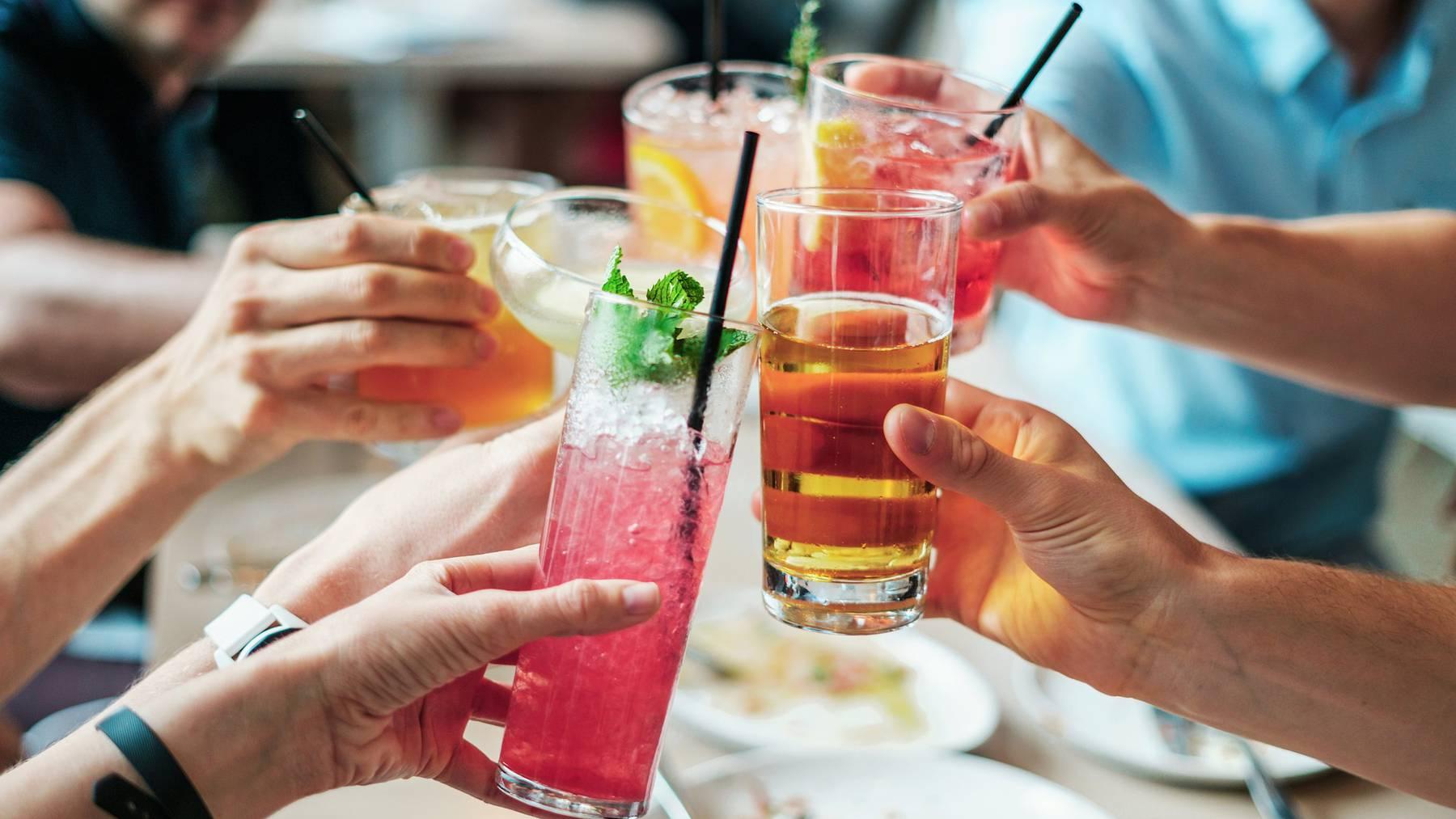 Junge Frauen trinken häufiger bis zum Rausch