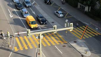 Ab Montag kann der Fussgängerstreifen beim Limmat-Tower wieder legal überquert werden.