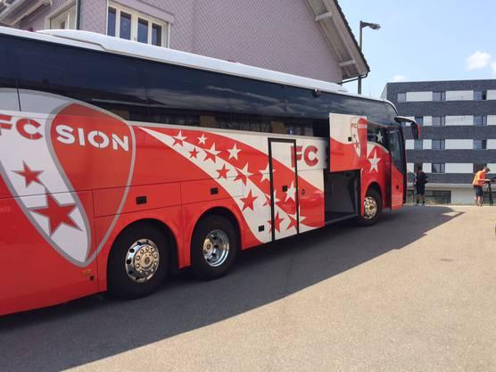 Den Unfall verursacht hat der Mannschaftsbus des FC Sion.