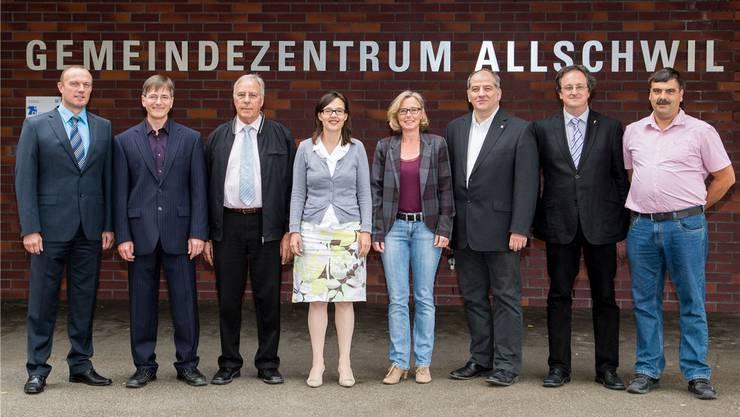 Das Lächeln trügt: Nicht alle der sieben Gemeinderäte trauen Gemeindeverwalter Dieter Pfister (links im Bild). Er versuche, politisch Einfluss zu nehmen, erzählen einige von ihnen.
