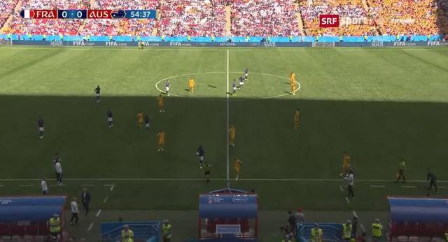 Premiere: Der Videobeweis greift erstmals an einer Fussball-WM – der Video-Schiedsrichter entscheidet auf Penalty