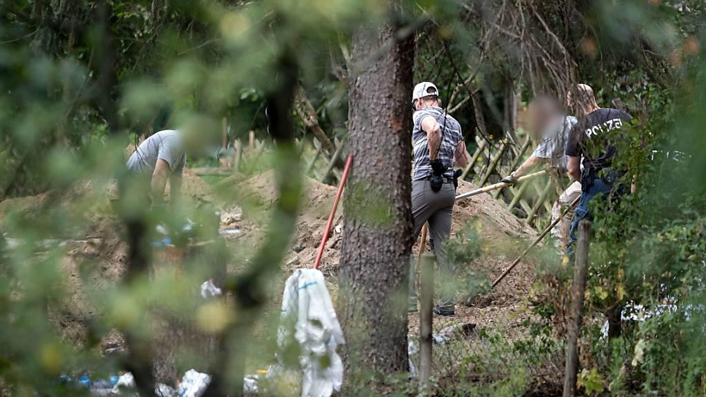 Deutsche Polizei setzt Durchsuchung im Kleingarten fort