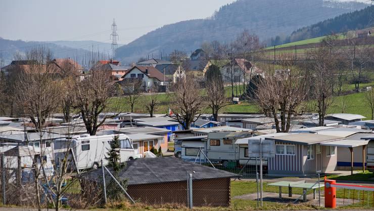 Reportage ueber Camper welche Ihren festen Wohnsitz auf dem Campingplatz haben am Beispiel von Peli Senn und Sven Unold.