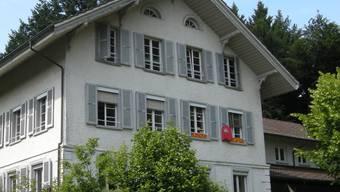 Das alte Schulhaus rentiert für die Gemeinde Küttigkofen. uby