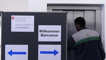 In der Schweiz ist die Zahl der Asylgesuche im Juli erneut zurückgegangen. (Themenbild)