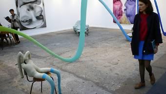 """""""WOW, TBD, 2016"""" des Schweizer Künstlers Urs Fischer ist seit heute Donnerstag auf der Pariser Kunstmesse FIAC zu sehen."""