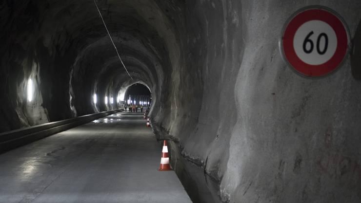 Nach 40 Jahren muss die Fahrbahn des Lötschberg-Tunnels erneuert werden.