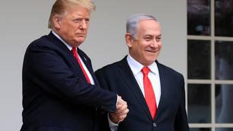 US-Präsident Donald Trump mit dem israelischen Premierminister Benjamin Netanjahu bei dessen Besuch im Weissen Haus im März 2019. (Archivbild: Keystone)