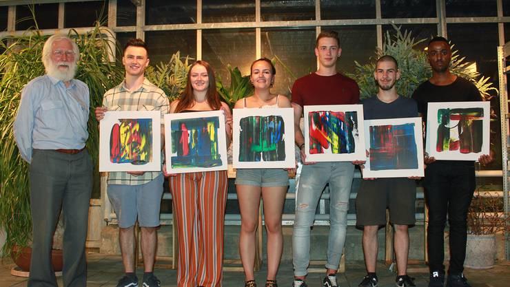 Fritz Breiter schenkt Bilder von sich an Lukas Rutz, Sanja Stoiković, Natalie Schrimpl, Yves Stalder, Dominic Reinmann und Beshir Adem.