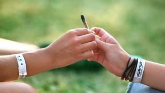 Sie wollten sich einen Joint teilen, aber die Polizei kam den Jugendlichen zuvor.