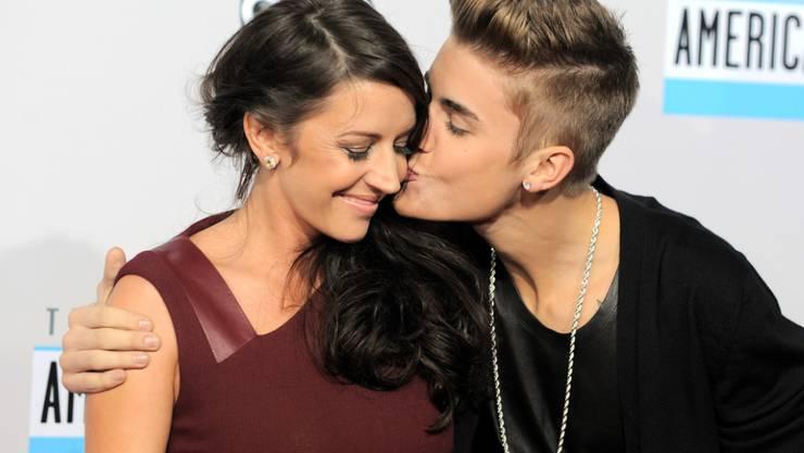 Alle haben sich gern: Popstar Justin Bieber liebt seine Mutter Pattie Mallette (l.), und Pattie Mallette liebt Biebers Liebste Hailey Baldwin. (Archivbild)