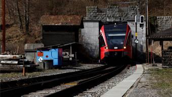Der Weissensteintunnel ist ein wichtiger Zubringer für den Tourismus der neuen Seilbahn. Die Bahnlinie soll aber per Ende 2016 geschlossen werden. Nun haben sich die Bewohner im Tal mit den Verantwortlichen der Gondelbahn zusammen getan, um den Tunnel zu retten.