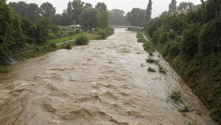 Die Birs führt am Dienstag sehr viel Wasser.