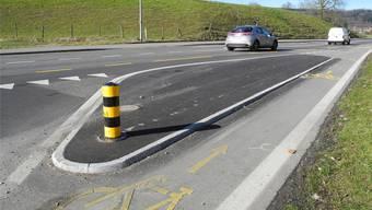 Ein ähnlicher Inselschutzpfosten hat die alkoholisierte Autofahrerin umgefahren und ist trotz Plattem Reifen weitergefahren (Symbolbild).