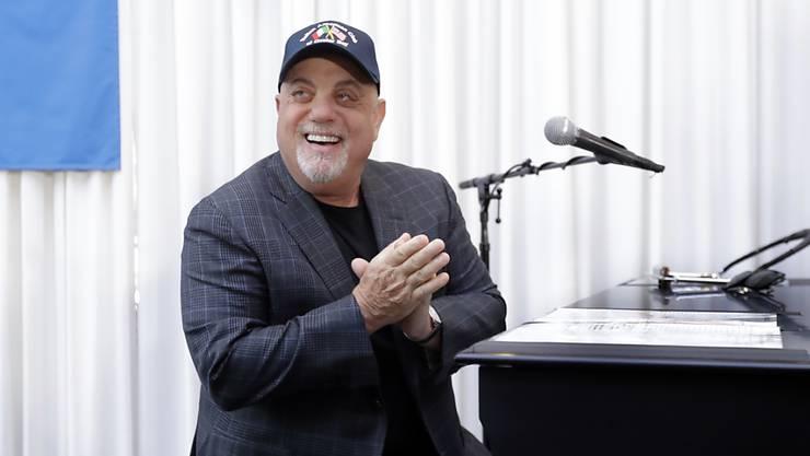 Der vier Mal mit dem Grammy dekorierte Songwriter Billy Joel nimmt sein Äusseres gelassen: Nicht erst mit 70 , sondern noch nie sei er ein Adonis gewesen. (Archivbild)