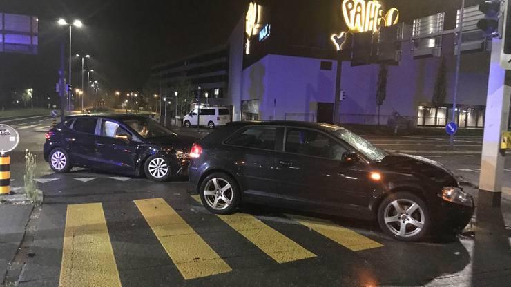 Auf der Kreuzung Landstrasse/Zentrumsstrasse krachte es am Sonntagabend.