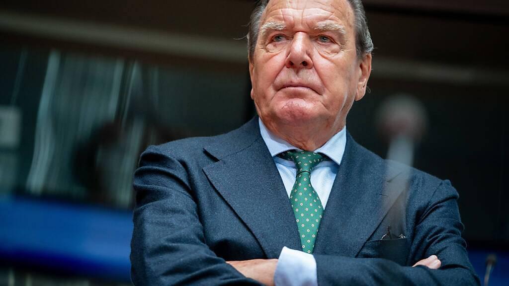 Der ehemalige deutsche Bundeskanzler Gerhard Schröder setzt sich als Verwaltungsrat für den Bau der umstrittenen Gas-Pipeline Nord Stream 2 ein. (Archivbild)