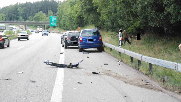 Der Verkehrsunfall unter der Brücke auf der A1
