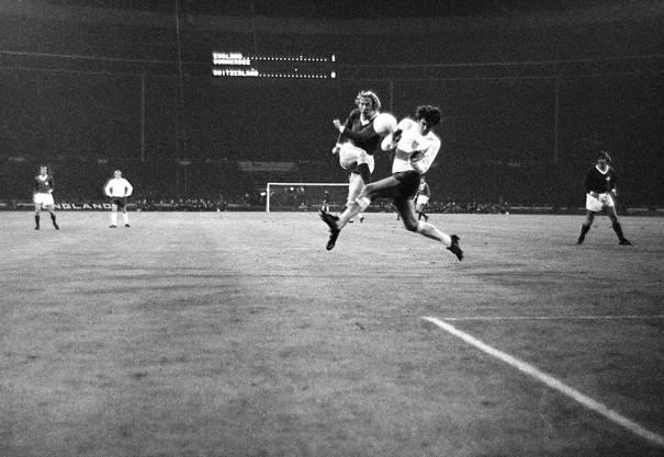 «Schweiz England in Wembley: Das war natürlich ein irrsinniger Match. Die Engländer gingen 1:0 in Führung und noch nie hatte ein Schweizer in England ein Tor gemacht, geschweige denn einen Punkt geholt. Ich hatte das Glück, aus 30 Metern schiessen zu dürfen, und der Ball ist dann zum 1:1 unter die Latte. Ein Sauhammer.»