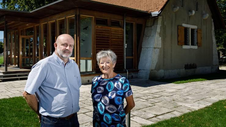 Roland Meyer, Präsident Kulturkommission, und Ruth Donadonibus, Pulverhaus-Verantwortliche, vor dem Pulverhaus.
