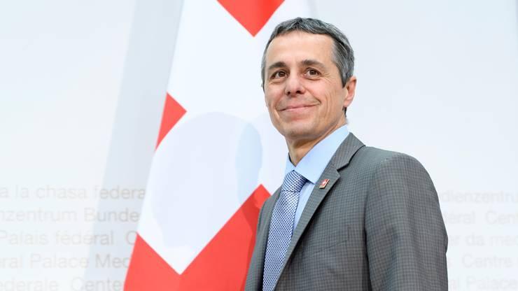 Bundesrat Ignazio Cassis (FDP) - wird von der Grünen Regula Rytz herausgefordert.