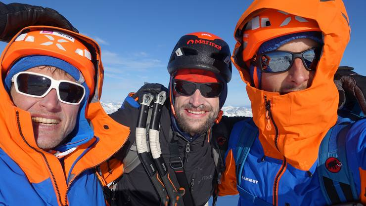 Geschafft: Die drei Alpinisten Stephan Siegrist, Lukas Hinterberger und Nicolas Hojac (v.l.) auf dem Gipfel des Cerro Cachet.