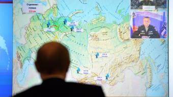 Kremlchef Wladimir Putin beobachtet den Raketenstart am Dienstag