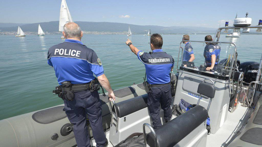 Die Polizei hat die Leiche des Bootsführers im Neuenburgersee bei Cudrefin entdeckt. (Symbolbild)
