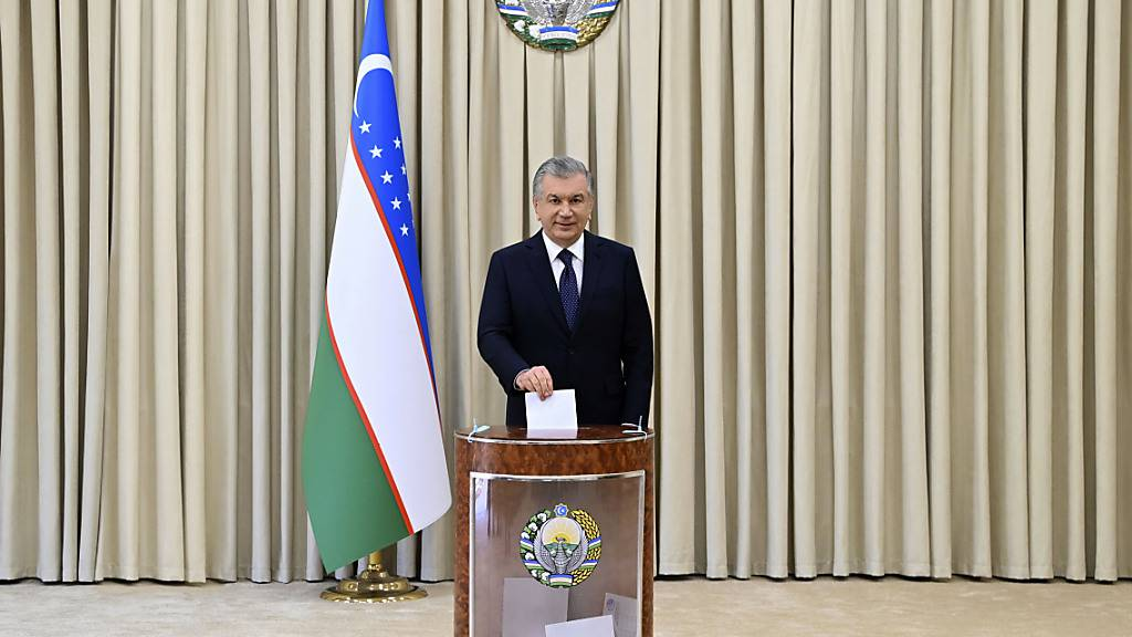 Usbekistans Präsident Mirsijojew nach Reformkurs im Amt bestätigt